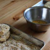 コロッケの衣に小麦粉をまぶすべきか? 役割と必要性について。