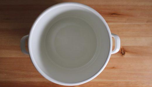 糠漬け(糠床)容器に琺瑯が好まれる理由。滑らかな表面と熱伝導率。